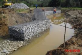 Contencao de Encosta de rio por Gabiao
